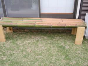 竹のベンチ